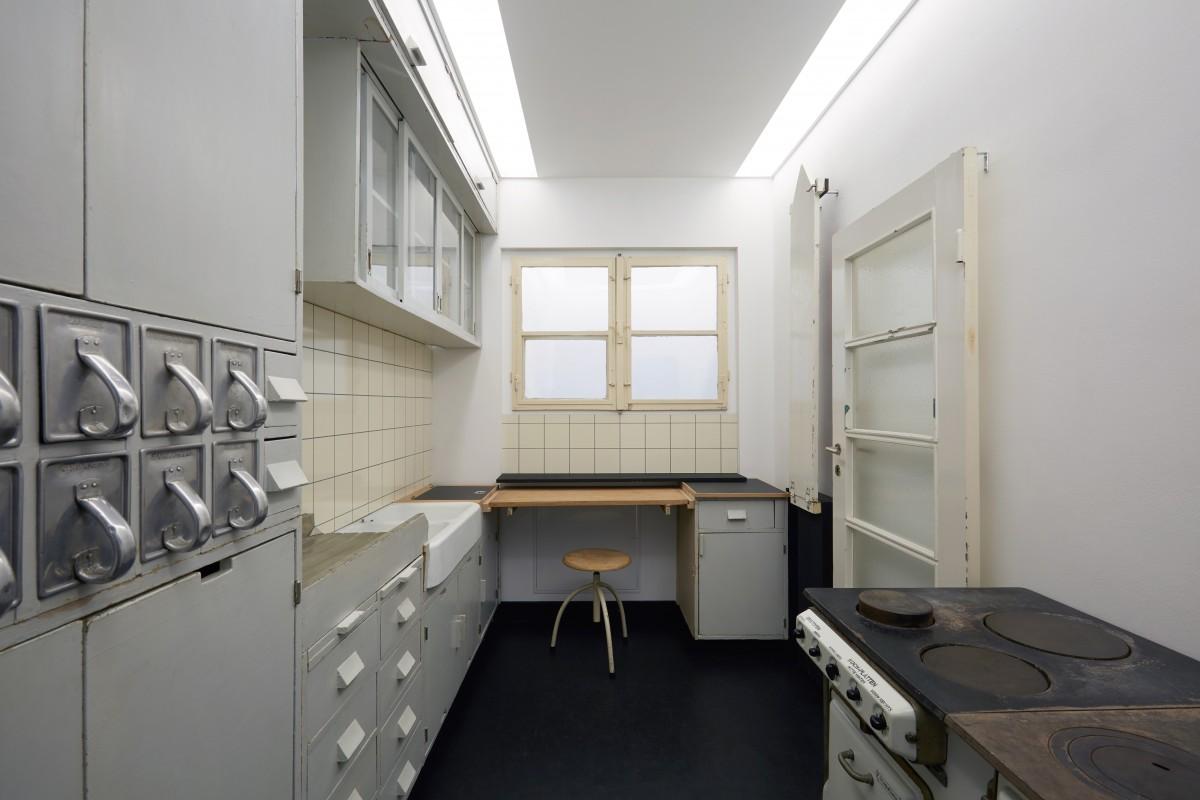 Blick in die Frankfurter Küche im Werkbundarchiv - Museum der Dinge