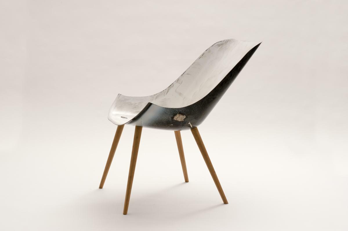 """Tub Chair von Michael Kapfer, gezeigt in der Sonderausstellung """"Transformationen"""" des Werkbundarchiv - Museum der Dinge"""