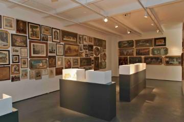 """Blick in die Sonderausstellung """"Wandschmuck"""" im Werkbundarchiv - Museum der Dinge"""
