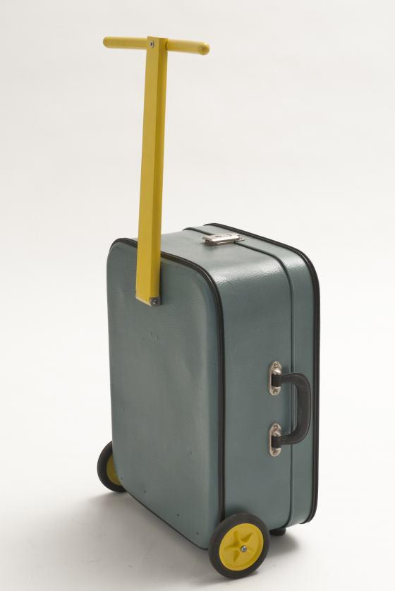 """Koffer FUSION, Entwurf Anna Bormann, gezeigt in der Sonderausstellung """"Transformationen"""" des Werkbundarchiv - Museum der Dinge"""